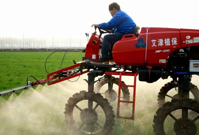 """""""Наньцзин Эссенс"""" благополучно завершил объединённую профилактику на пшеницу в ферме Цин И Ху"""